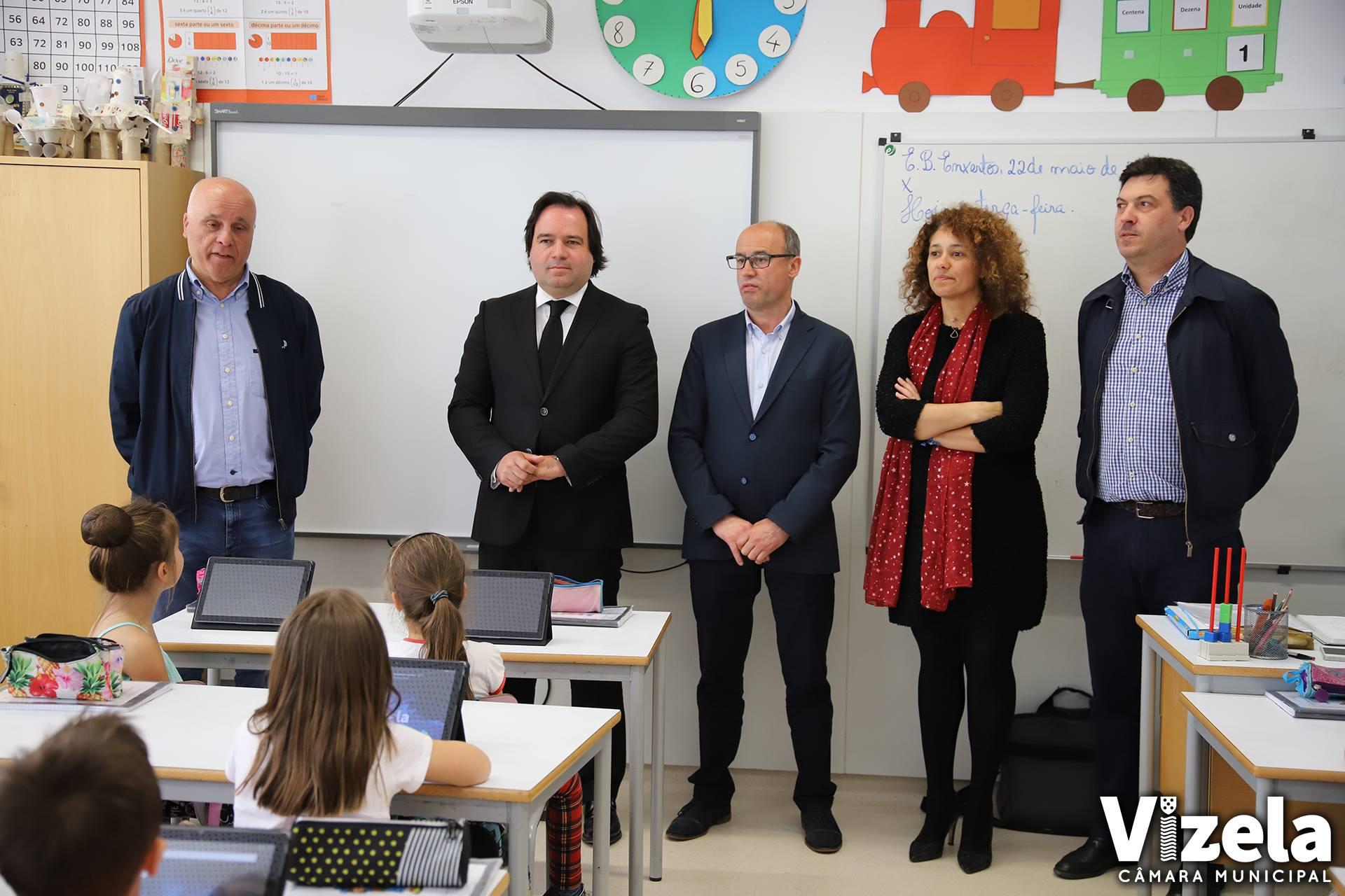 Executivo entrega tablets nas escolas básicas do Concelho