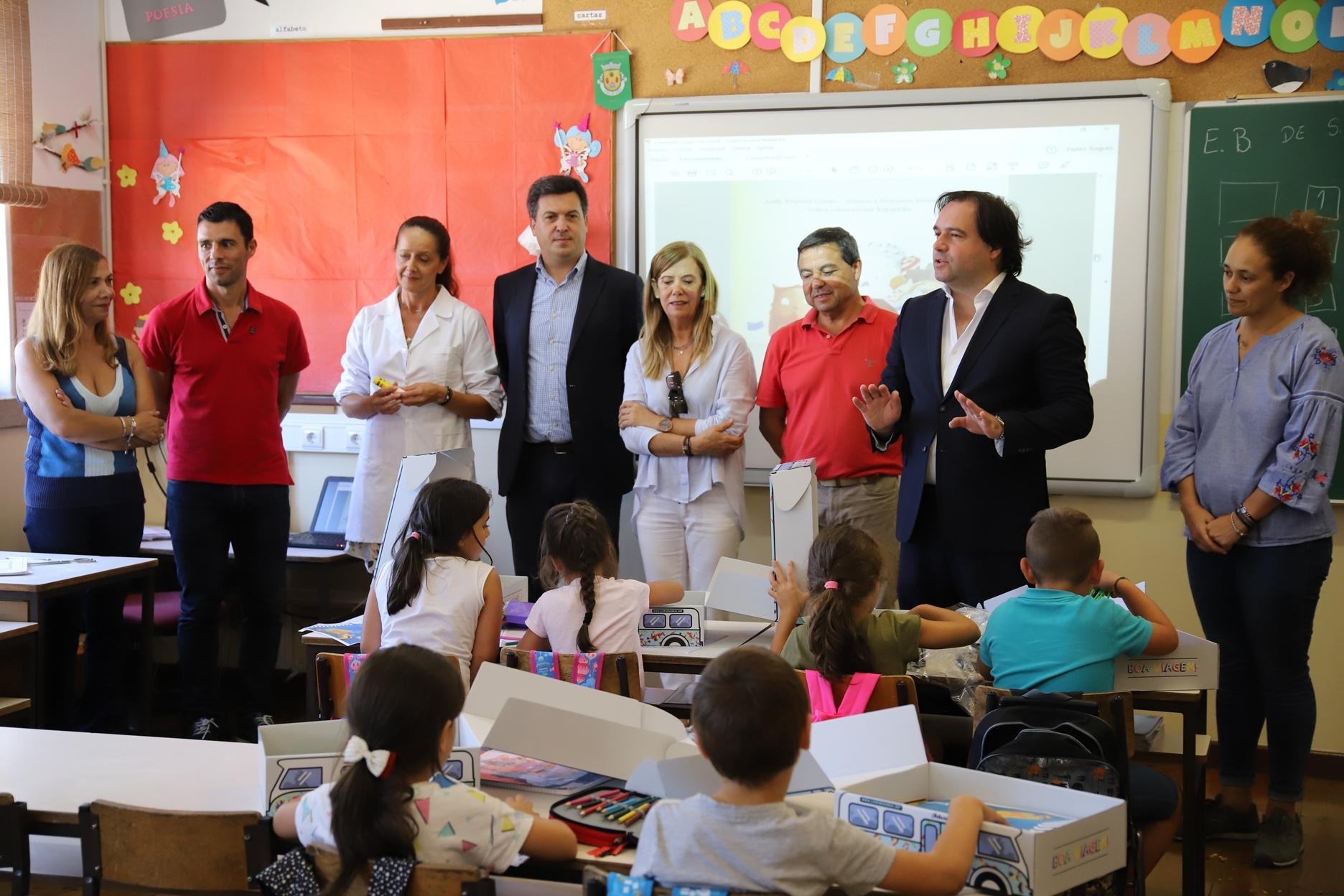 Autarquia entregou kit escolar no arranque do ano letivo