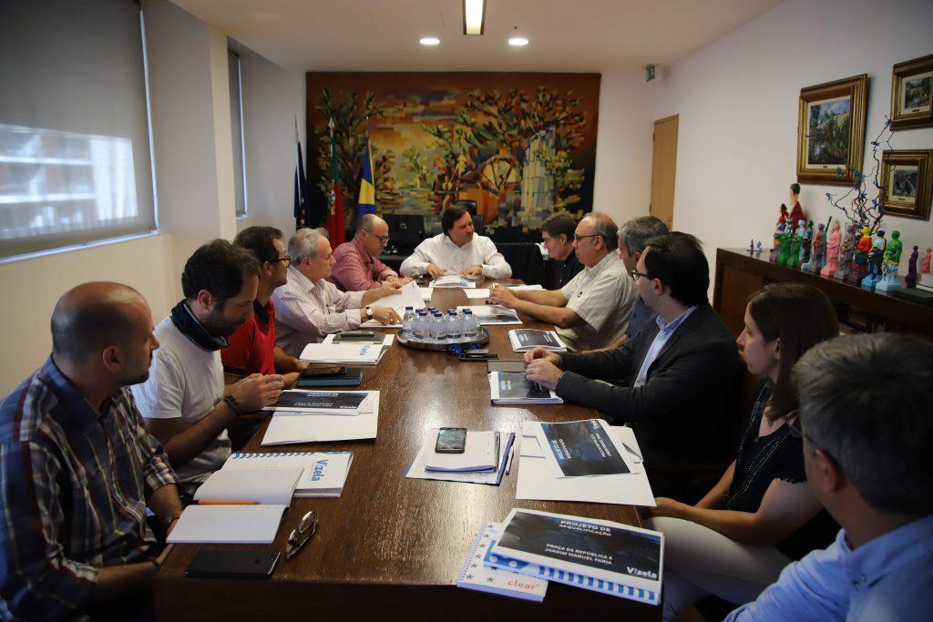 Reunião sobre obra de requalificação da Praça da República