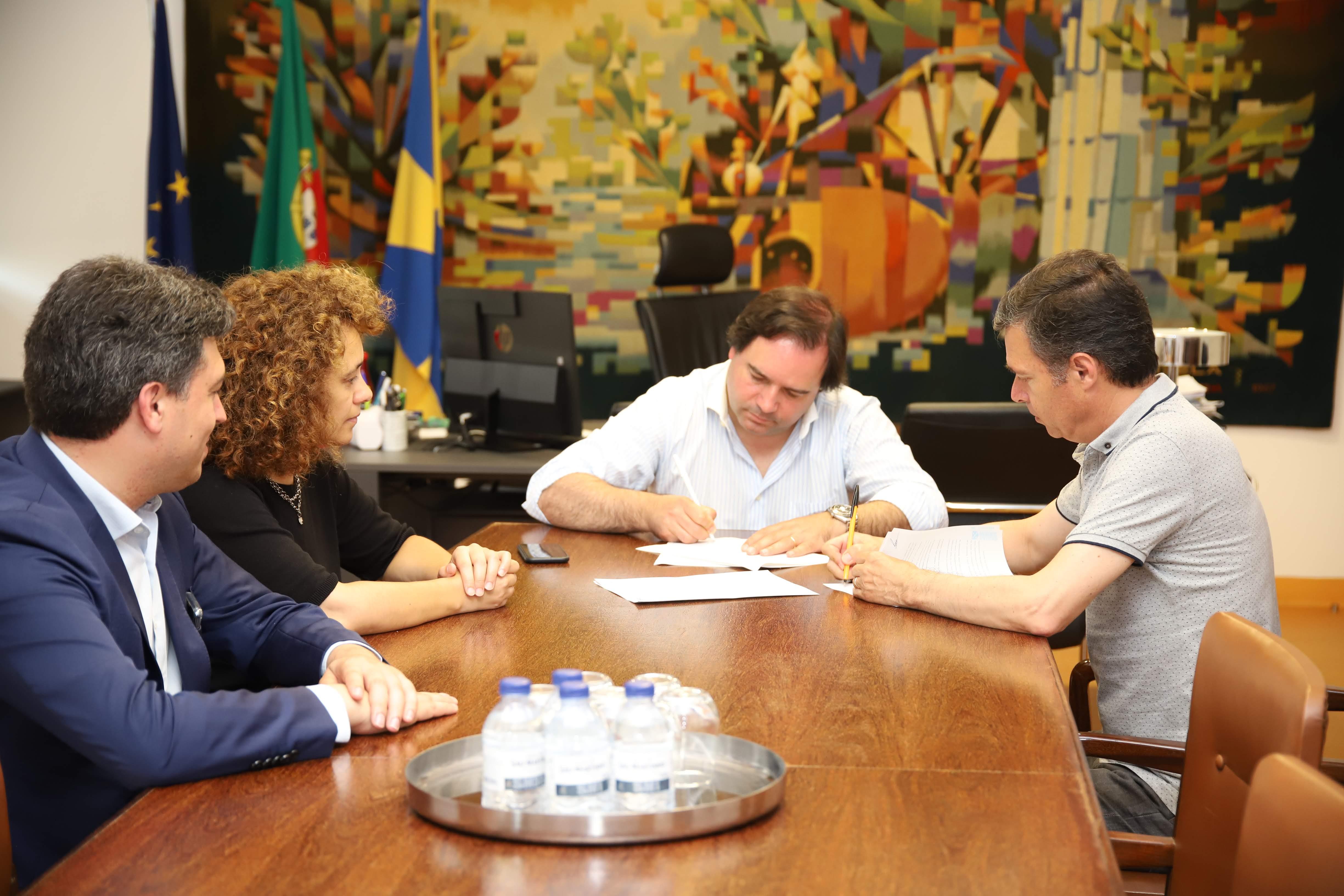 Câmara assinou protocolos com Real Associação Humanitária dos Bombeiros Voluntários de Vizela