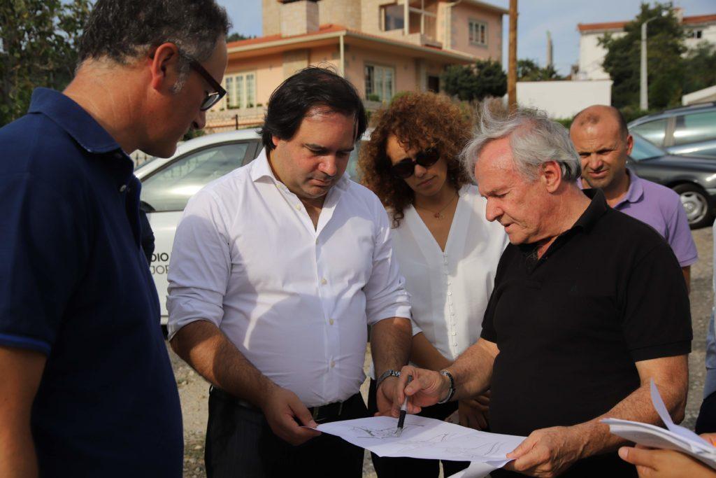 Executivo visita obras da Rua Dona Maria Adelaide Vilas em Infias