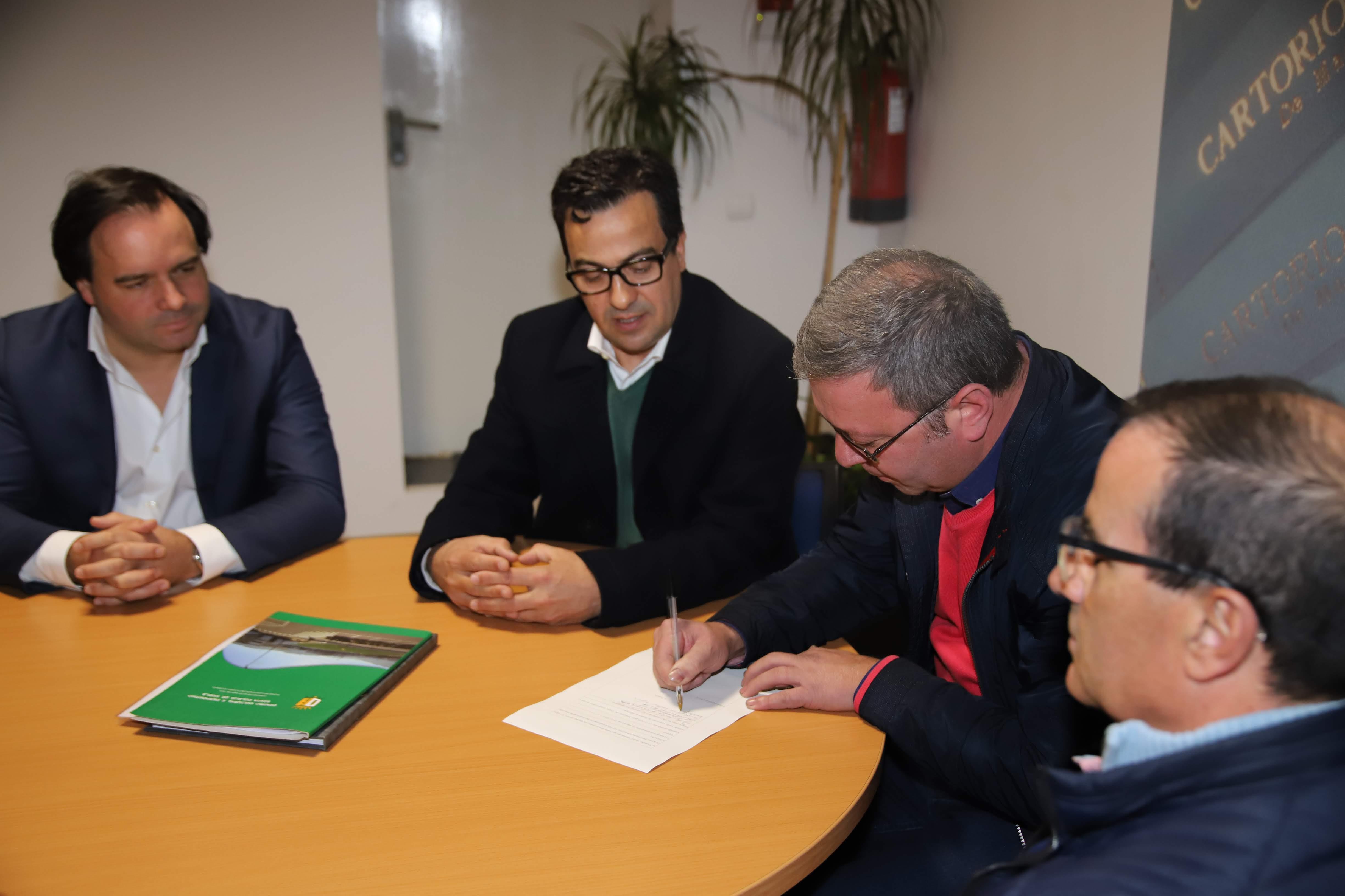 Autarquia assinouescriturade doação do campo do CCD SantaEulália