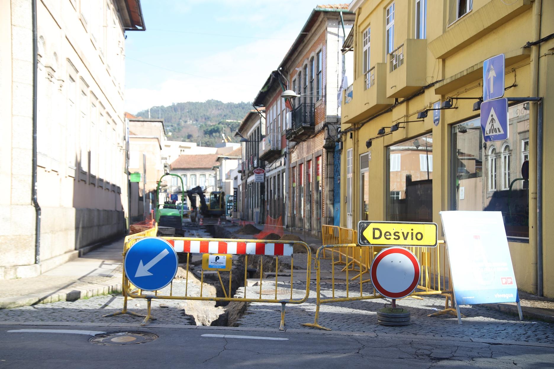 Iniciou obra de requalificação da Rua Ferreira Caldas